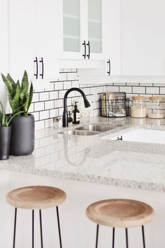 Looking for white kitchen decor? Tons of kitchen Inspiring Ideas are waiting for you! Find the most suitable design and improve your home's decoration! Home Interior, Kitchen Interior, New Kitchen, Kitchen Taps, Kitchen Ideas, Home Depot Kitchen, Kitchen Layouts, Space Kitchen, Condo Kitchen