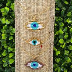 ❤️ Beautiful Eyes ❤️ Collares de Ojos hechos con delica Miyuki y cadena en Oro Laminado. #ojos #eyes #protection #cool