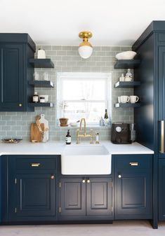 Bright Bazaar's beach house tour is full of patterns, color and ocean inspiration. See the gorgeous space in the House Tour. Beach House Furniture, Beach House Decor, Kitchen Furniture, Home Decor, Beach Houses, Luxury Furniture, Furniture Cleaning, Furniture Nyc, Furniture Companies