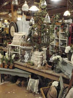 Round Barn Potting Company: dreaming garden chic ~ Barn style – Home living color wall treatment kitchen design Antique Store Displays, Flea Market Displays, Vintage Display, Antique Stores, Flea Markets, Antique Booth Ideas, Antique Mall Booth, Craft Booth Displays, Shop Window Displays