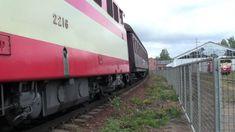 Dr12 2216 Hurun vetämä museojuna lähtee Hyvinkään museolta. Dr12 departs...