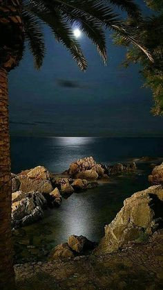 romantic and charming nature photographs! Beautiful Moon, Beautiful World, Beautiful Places, Landscape Photography, Nature Photography, Shoot The Moon, Nature Wallpaper, Nature Pictures, Belle Photo