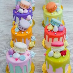 A feast of color with mini drip cakes to tantalize taste buds! Cake A feast of color with mini drip cakes to tantalize taste buds! Bolo Drip Cake, Drip Cakes, Couture Cakes, Cute Desserts, Little Cakes, Small Cake, Cake Decorating Techniques, Fancy Cakes, Love Cake