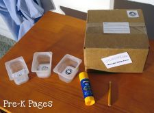 Dramatic Play Post Office Pictures, Ideas, and Printables for preschool and kindergarten Creative Curriculum, Creative Activities, Creative Play, Dramatic Play Area, Dramatic Play Centers, Preschool Centers, Preschool Kindergarten, Office Stamps, Couple Crafts