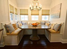 built in banquette seating- OBSESSED THE FUTURE CASA DE LACIE HAYDEN MUST HAVE THIS!!!!