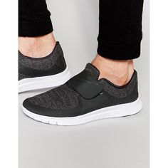 Nike Free Socfly Sneakers 724851-010 (€115) ❤ liked on Polyvore featuring men's fashion, men's shoes, men's sneakers, black, mens black shoes, nike mens sneakers, nike mens shoes and mens black sneakers
