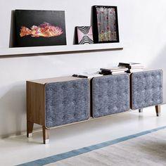 Adora #quadros mas não quer furar a sua parede? Conheça a nova moda de decoração....quadros apoiados!  Coloque as suas obras de arte numa prateleira, em cima de um aparador ou consola e encoste á parede. Experimente e confira o resultado actual que irá trazer à sua #decoração.  Inspire-se com a Baobart! geral@baobart.pt #decorationideas #design #baobart #decor #portugal #decoration #beautiful #decorideas #inspiration #photography #lovely #primavera #creative #inspiração