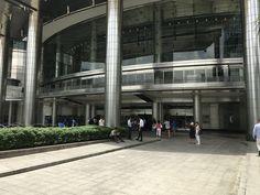 Eingangsbereich der Petronas Towers Petronas Towers, Kuala Lumpur City, Street View