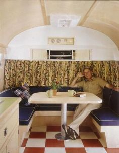 great functional wrap around bench seating.is that Mark Harmon? This is the inside of an old Air Stream he remodeled himself. It is his trailer on the NCIS set. Airstream Camping, Airstream Trailers, Glamping, Airstream Interior, Vintage Airstream, Anthony Dinozzo, Travel Trailer Remodel, Travel Trailers, Ncis Cast