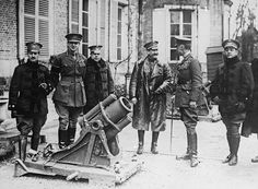 BRITSH STAFF OFFICERS WESTERN FRONT (Q 2226)   Visit of Spanish Officers to the British Western Front. Sir Henry Rawlinson explaining a captured German trench mortar; Querrieu, 15 April 1917.