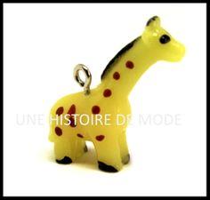 Breloque girafe en résine vendue sur notre site en ligne de loisirs créatifs - UNE HISTOIRE DE MODE - #animal #girafe #breloque #Diy Dinosaur Stuffed Animal, Charms, Christmas Ornaments, Toys, Holiday Decor, Animals, Creative Crafts, Fishing Line, Toy