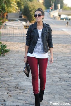Jacket leather, jean red wine – Outfit Inspiration & Ideas for All Occasions Legging Outfits, Outfit Jeans, 40s Outfits, Jean Outfits, Casual Outfits, Cute Outfits, Burgandy Leggings, Burgundy Pants, Outfit Pantalon Vino