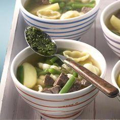 Nudeln schmecken köstlich in Suppen und machen diese zu richtigen Sattmachern. Einfach oder raffiniert? Suchen Sie sich Ihre liebste Nudelsuppe aus!
