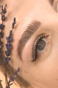 Eyebrow Beauty, Beauty Lash, Eyebrow Makeup, Face Makeup, Perfect Eyelashes, Perfect Brows, Instagram Feed Ideas Posts, Brow Artist, What Makes You Beautiful