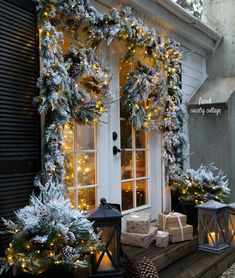 Merry & bright Christmas outdoors – The Best DIY Outdoor Christmas Decor Christmas Porch, Noel Christmas, Outdoor Christmas Decorations, Rustic Christmas, Christmas Wreaths, White Christmas, Cottage Christmas, Christmas Ideas, French Country Christmas