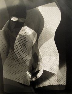 László Moholy-Nagy - This photogram has rich texture with overlapping shapes. As usual with Moholy he has a lot of different shades, giving a almost effect to his works. History Of Photography, Modern Photography, Photography Projects, Abstract Photography, Artistic Photography, Bauhaus, Tristan Tzara, Art Pictures, Photos