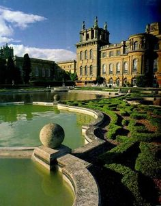 Blenheim Palace, birthplace of Sir Winston Churchill is a monumental country house situated in Woodstock, Oxfordshire, residence of the dukes of Marlborough. It is the only non-royal, non-episcopal country house in England to hold the title of palace. England Ireland, England And Scotland, Beautiful Buildings, Beautiful Places, Aldea Global, Blenheim Palace, Blenheim Castle, Photo Chateau, Villas