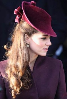 Kate Middleton in a beautiful hat! Kate she is beautiful more than the hat i really love her.