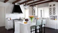 2013 Southern Living Showcase House - Beautiful cottage kitchen with rustic wood beams layered over white plank ceiling. Farm Kitchen Ideas, Kitchen Layout, Diy Décoration, Dyi, Timeless Kitchen, Southern Living Homes, Best Decor, Wood Beams, Wood Planks