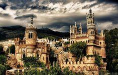 Castelo Colomares, Espanha | Este monumento, localizado em Málaga e construído entre 1987 e 1994, traz influências de estilos arquitetônicos como bizantino, romântico e gótico. Os materiais utilizados incluem concreto, pedra natural e madeira