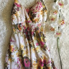 ✨Floral Maxi Dress Beautiful maxi dress. 100% polyester. Adjustable straps and built in bra padding. ✨EUC✨Only worn once. Dresses Maxi