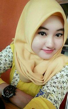 Happiness and smile ❤🐵 Hijabi Girl, Girl Hijab, Big Fashion, Hijab Fashion, Womens Fashion, Muslim Girls, Muslim Women, Beautiful Hijab, Beautiful Women
