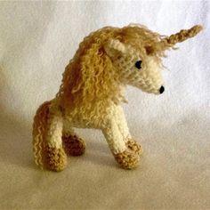 Doudou porte bonheur de laine en crochet tient dans la main Lamb, Dinosaur Stuffed Animal, Creations, Etsy, Crochet, Animals, Amigurumi, Teddy Bear, Handmade