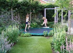 ontwerp: Studio TOOP locatie: Wilp, NL status: uitgevoerd voorjaar 2014, TOOP tuinhuisjes, Weldam Groenprojecten, Van Bert (Bert Jan Siebesma) en OSH Hoveniers foto's: Joanne Schweitzer, juli 2014