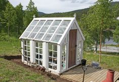 Greenhouse made of old windows Home Greenhouse, Greenhouse Interiors, Small Greenhouse, Greenhouse Ideas, Outdoor Greenhouse, Pallet Greenhouse, Old Windows, Photosynthesis, Shed Plans