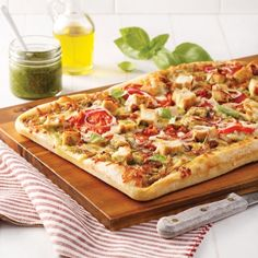 Pizza au poulet, sauce au miel et pesto - 5 ingredients 15 minutes Sauce Au Miel, Pasta Al Dente, Nachos, Hawaiian Pizza, Pizza Recipes, Vegetable Pizza, Good Food, Brunch, Food And Drink