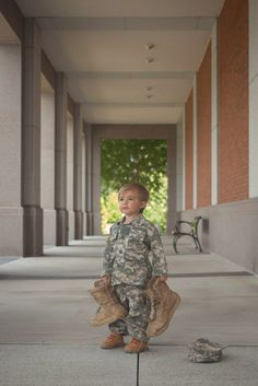 Military Family Pictures, Army Family, Military Couples, Military Love, Military Photos, Family Pics, Newborn Baby Photos, Newborn Pictures, Maternity Pictures