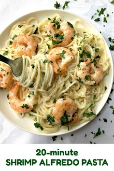 20-Minute Shrimp Alfredo Pasta, a delicious dinner recipe for the whole family. Creamy, garlicky, ridculously easy to make, this dish is the perfect comfort food no matter the season. Also, a fabulous recipe if you are looking for a meal for two. #pasta , #alfredosauce, #shrimp , #prawns, #20minutemeal, #quickdinner, #alfredopasta, #seafood , #delicious