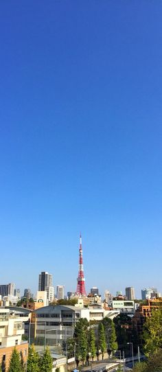 View from #Roppongi Hills  #TokyoTower #Tokyo #Japan 六本木ヒルズからの東京タワー