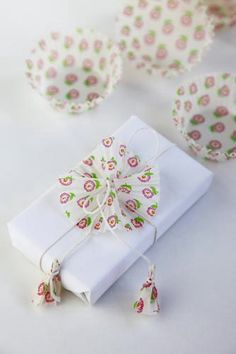Cupcake Wrapper Bow