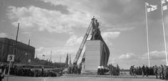 Marsalkka Mannerheimin patsaan paljastus