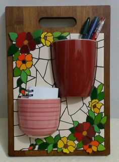 Cute and useful organizer Mosaic Flower Pots, Mosaic Pots, Mosaic Diy, Mosaic Garden, Mosaic Crafts, Mosaic Projects, Mosaic Glass, Mosaic Tiles, Broken China Crafts