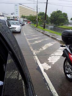 Av. Agamenon em Recife com vários pontos de alagamento Hoje (05) pela manhã (8h30) flagramos a Av. Agamenon Magalhães em Recife com vários pontos de alamento. Via sentido Olinda/Recife. Vejam Fotos: