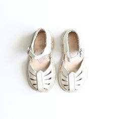 Vintage Girls White Leather Sandals // www.shopsweetthreads.com