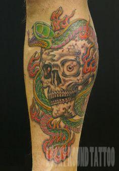 Lucky Round Tattoo studio, Osaka Japan / skull & snake tattoo