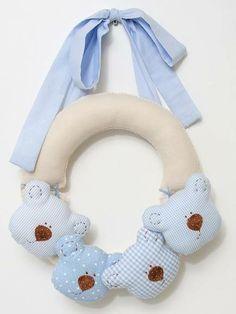 Porta Maternidade ,confecçionado  em feltro,tecido 100%algodão uma otima opção para enfeitar o hospital e o quarto do bebê disponivel em outras cores (no pedido pode escolher aroma )