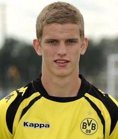 06, . Sven Bender.  ( D.) Mittelfeldspieler. Sven Bender, Lars Bender, Travel, Borussia Dortmund, Football Soccer, Real Love, Star, Projects, Viajes