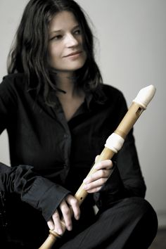 dorothee oberlinger - Buscar con Google Woodwind Instrument, Musical Instruments, Musicals, Female, Dolce, Guitars, Ethnic, Palette, Colour