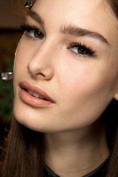 Top 10 Beauty-Looks AW 2014/2015 - VOGUE Neutral Lips (V. Beckham)