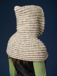 001 The Riding Hood Capelet pattern by Jocelyn Sass This is a pattern that all crocheters will want to make and it IS suitable for BEGINNERS as well. The design works up very quickly in one piece with a large hook and Super Bulky yarn! Crochet Hooded Cowl, Gilet Crochet, Diy Crochet, Crochet Hats, Basic Crochet Stitches, Crochet Basics, Beginner Crochet, Crochet Headband Pattern, Capelet