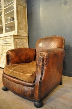 20 Best Luxury Leather Chair Designs For Classy Reading Nook