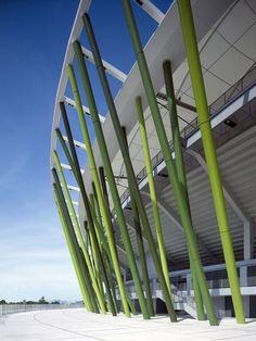 Dieses Stadion für 40.000 Zuschauer wurde anlässlich der Universiade 2011 gebaut. Pate für die Gestaltung standen die Bambuswälder Südchinas.