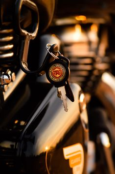 Enfield : Made Like A Gun? Goes Like A Bullet ⚫ Discover the coolest Royal Enfield : Made Like A Gun? Goes Like A Bullet ⚫ imagesDiscover the coolest Royal Enfield : Made Like A Gun? Goes Like A Bullet ⚫ images Royal Enfield Bullet, Royal Enfield Logo, Ducati Scrambler, Bobber, Honda Cb750, Honda Motorcycles, Vintage Motorcycles, Scrambler Motorcycle, Enfield Bike