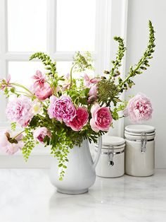 For a more interesting and colorful bouquet, select some flowers that have already bloomed and others that are just budding.