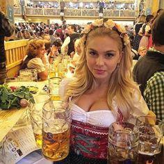 German Girls, German Women, Octoberfest Girls, Beer Photos, Beer Girl, German Beer, Beer Festival, Best Beer, Munich
