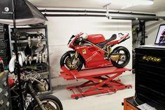 Tom Irvine, completes a full restoration of Foggy's 1997 Factory Ducati 916, Moto Ducati, Ducati Motorcycles, Moto Bike, Moto Guzzi, Motorcycle Gear, Cafe Racer Moto, Cafe Racers, Mv Agusta